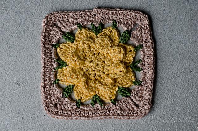 Crochet Flower Afghan Pattern Free : [Free pattern] [Easy] Adorable Flower Crochet Afghan Diy ...