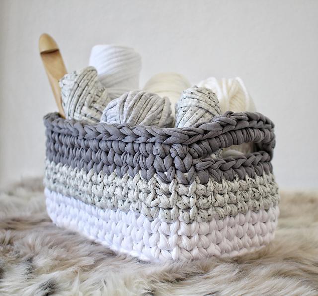 Crochet Rectangle Basket Pattern Free : Ombre Rectangle Basket - Free Pattern Diy Smartly